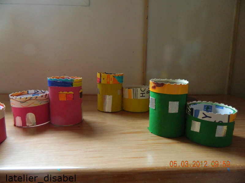 chateau réaliser avec des rouleaux en carton recyclé