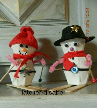 bonhomme de neige avec des boite d`oeuf